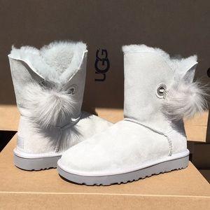 🛍New Ugg Irina  pom poms &charm Suede boots Sz 5